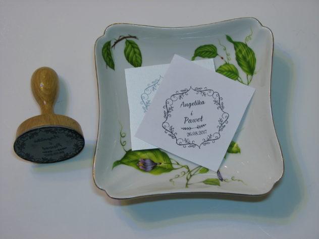 stempel ślubny z motywem liściastym
